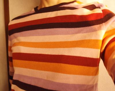 鴇(とき)色とオレンジの入ったボーダーニット